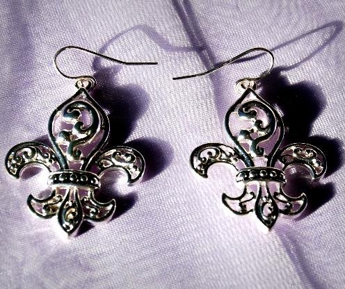 Earrings Silver tone Fleur de Lis Earring OE0433AS