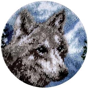 Caron Wonderart Latch Hook Kit 18 Inch Round - Snow Wolf