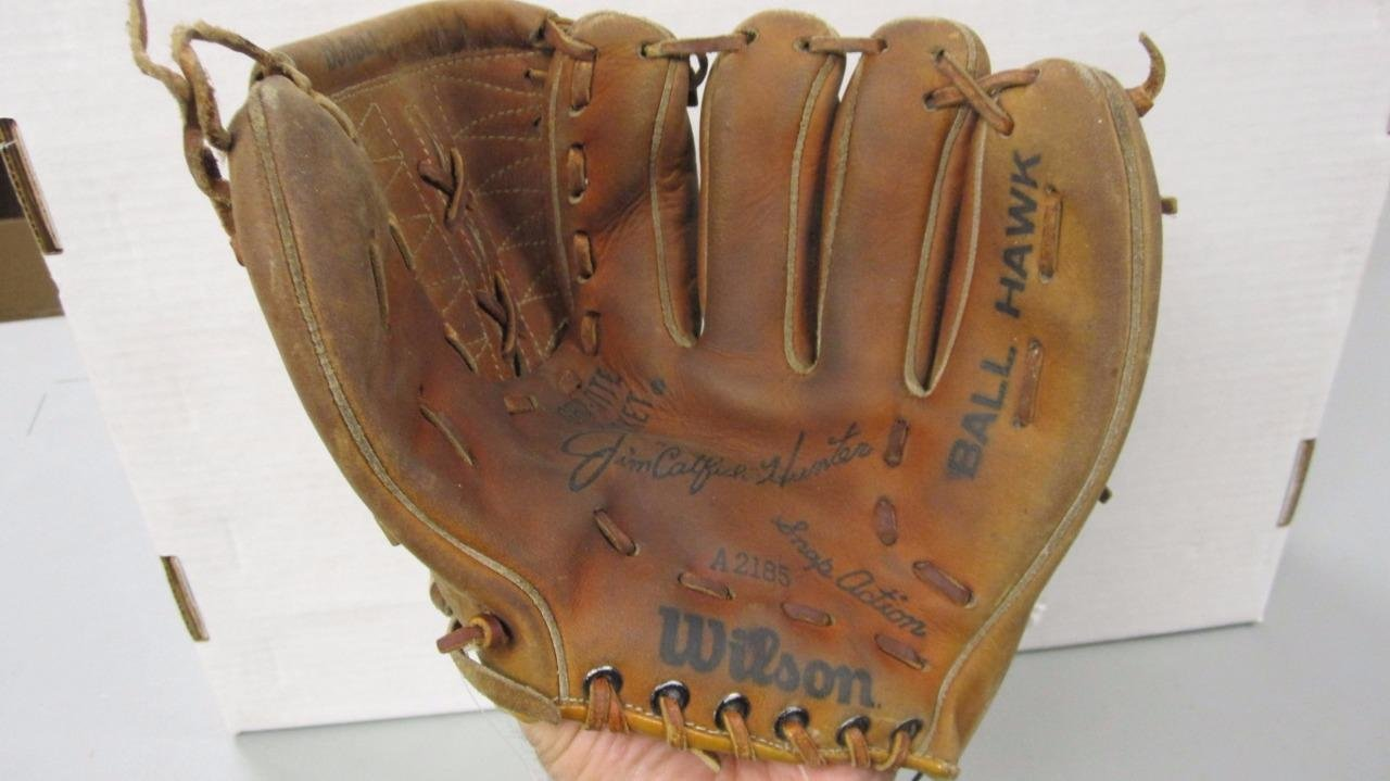 WILSON CATFISH HUNTER VINTAGE BASEBALL GLOVE A2185 NICE 0