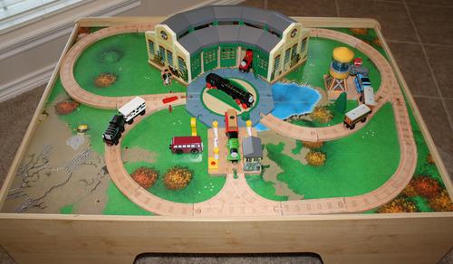 Thomas the train figure 8 set expansion pack layout level