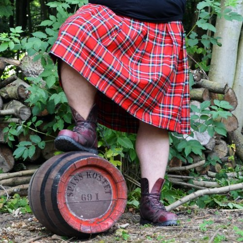 Schottenrock Kilt Spaß kostet original karo muster schwarz rot style marke kult