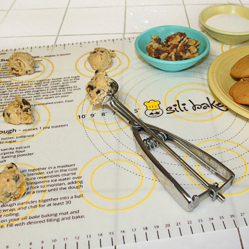 Silicone Pastry Mat With Measurements. Non-Slip Sheet Sticks To Countertop For Rolling Dough