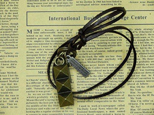 Beautiful Bead ?Handmade Craft Retro Pyramid Studs ciondolo in pelle regolabile collana punk della collana Regali