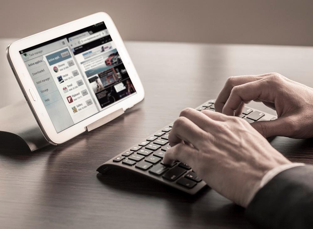 Zagg Keys Universal Keyboard Case Amp Stand For Ipad
