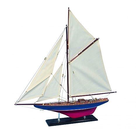 Maquette de bateau en bois Defender