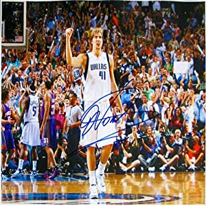 Dirk Nowitzski Autographed Signed Dallas Mavericks vs Raptors 16x20 Photo by Hollywood Collectibles