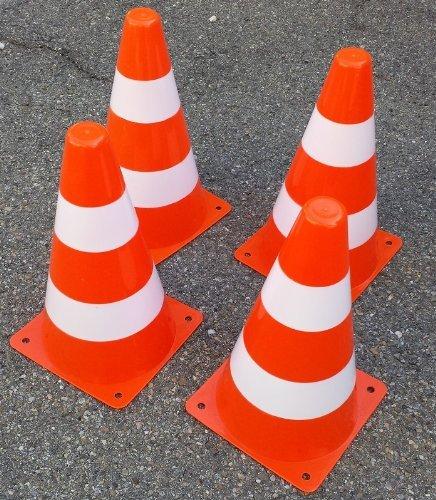 BUSDUGA – Pylonen Set – 4 Stück – Maßstab 1:2 – Farbe: orange/weiß – Höhe ca. 23 cm als Geschenk