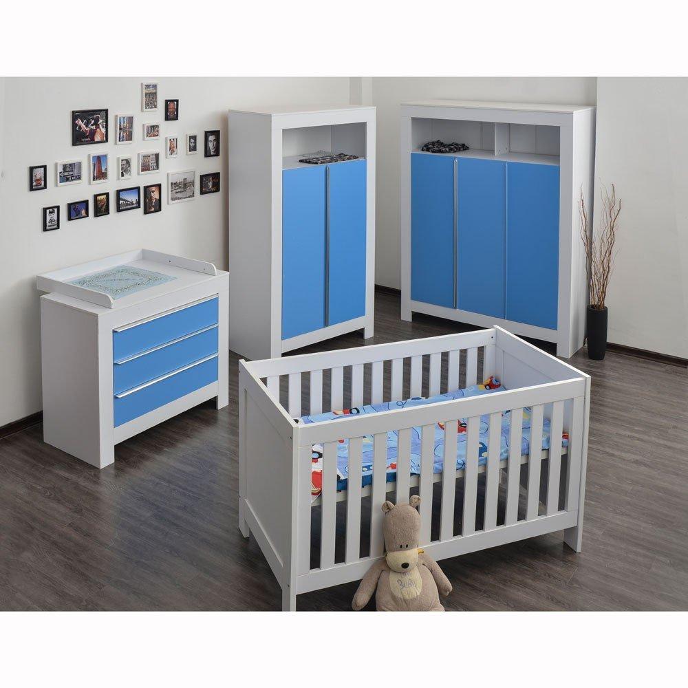 Babyzimmer Felix mit 3-türigem Kleiderschrank in weiss mit blauen Schranktürfronten