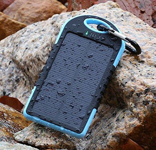 防水/防塵/耐衝撃アウトドア向けモバイルバッテリー ソーラーバッテリー 大容量5000mAh iPhone・iPad・スマートフォン(スマホ)対応 LEDライト付/リチウムイオンポリマーバッテリー 極薄・超軽量 (ブルー)