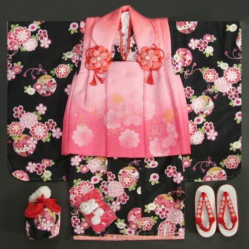 七五三 着物 3歳 女の子 被布セット  リョウコキクチ 黒地 刺繍使い 被布濃淡ピンクぼかし 足袋に腰紐付きの13点フルセット