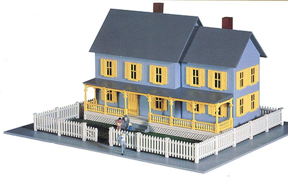 Amazon.com: Model Power HO Scale Building Kit - Bella's Farm House ...