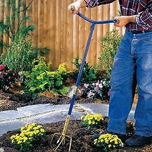 Griffe de jardin retourne terre pour un jardinage facile - Griffe de jardin ...