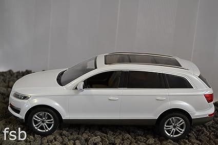Jamara - 400090 - Maquette - Voiture - Audi Q 7 - Blanc - 3 Pièces