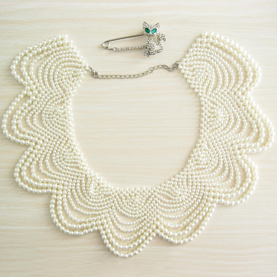kilofly White Faux Pearl False Collar Necklace, Yoyo, with Rhinestone Cat Pin