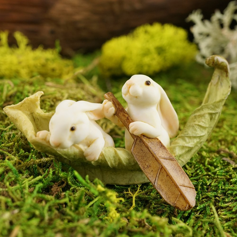 Top Collection Miniature Fairy Garden and Terrarium Statue, Rabbits Rowing Leaf Boat
