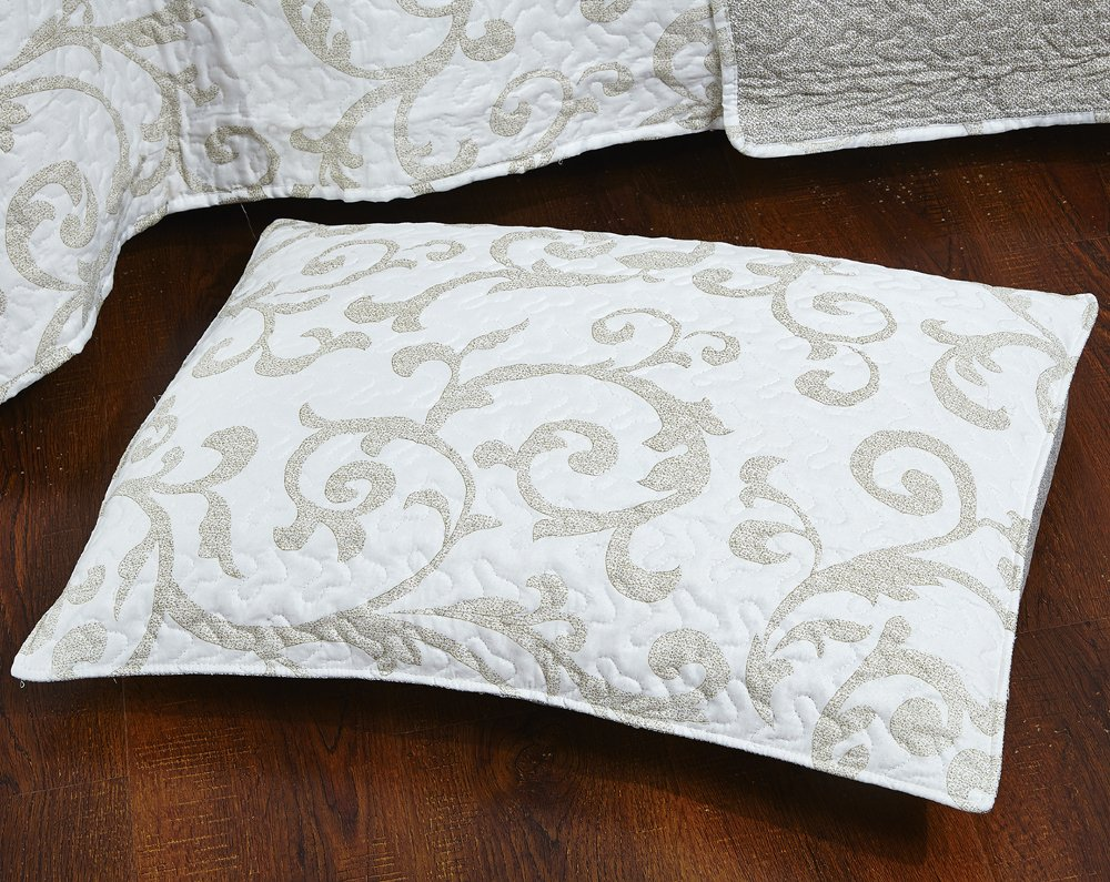 DaDa Bedding Elegant Classical Floral Luxe Couture Jacquard Reversible Quilted Coverlet Bedspread Set - Bright Vibrant Cozy Solid White Print - Queen - 3-Pieces 3