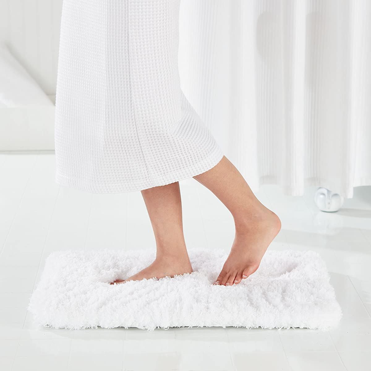 "Genteele Memory Foam Bath Mat Shaggy Bathroom Mat, Non-Slip, Water Absorbent, Super Plush, Washable Bathroom Rug, 21"" X 34"", White"