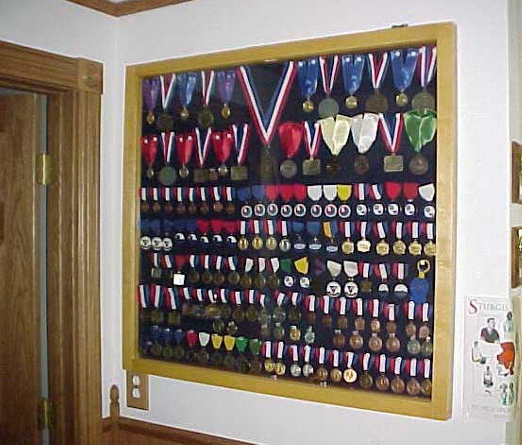 Спортивные медали / ленты выставочная витрина ebay.