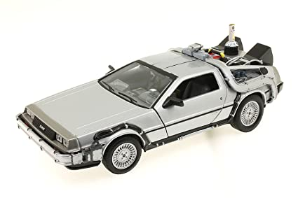 Welly - 22441W - Véhicule Miniature - Modèle À L'Échelle - De Lorean Back To The Futur Ii - Echelle 1/24