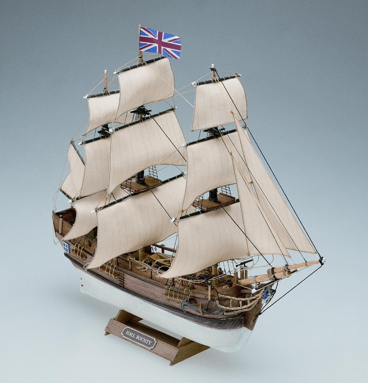 Maqueta en madera del barco Bounty