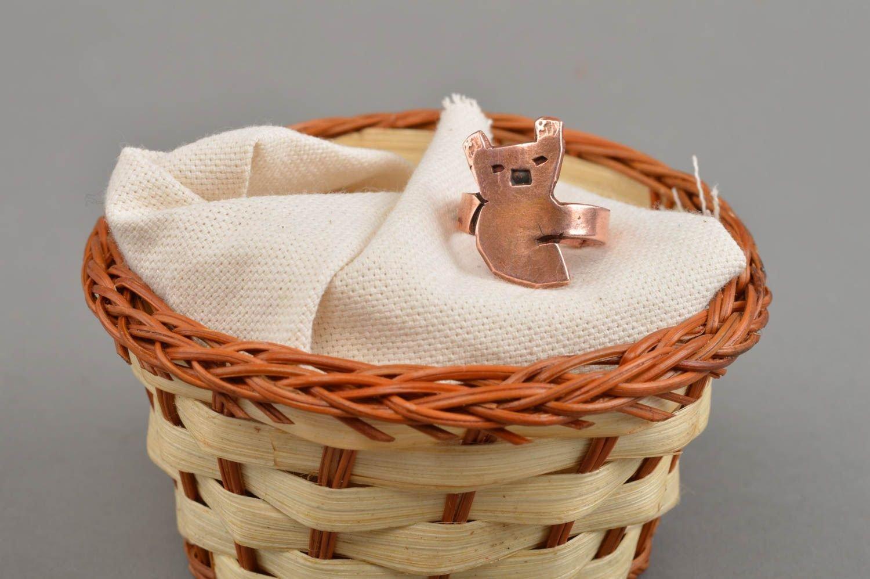 Schöner stilvoller eleganter handgemachter Ring aus Kupfer in Form vom Bären jetzt kaufen