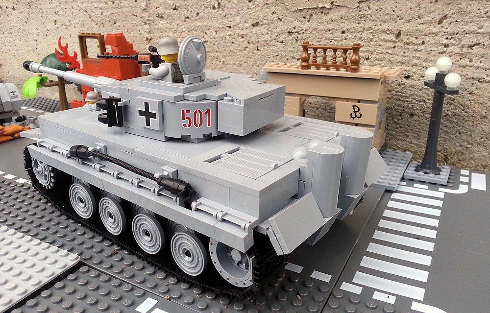 Modbrix 2462 – ✠ Bausteine Tiger Panzer, 500 Teile, inkl. custom Wehrmacht Soldaten aus original Lego© Teilen ✠ als Weihnachtsgeschenk
