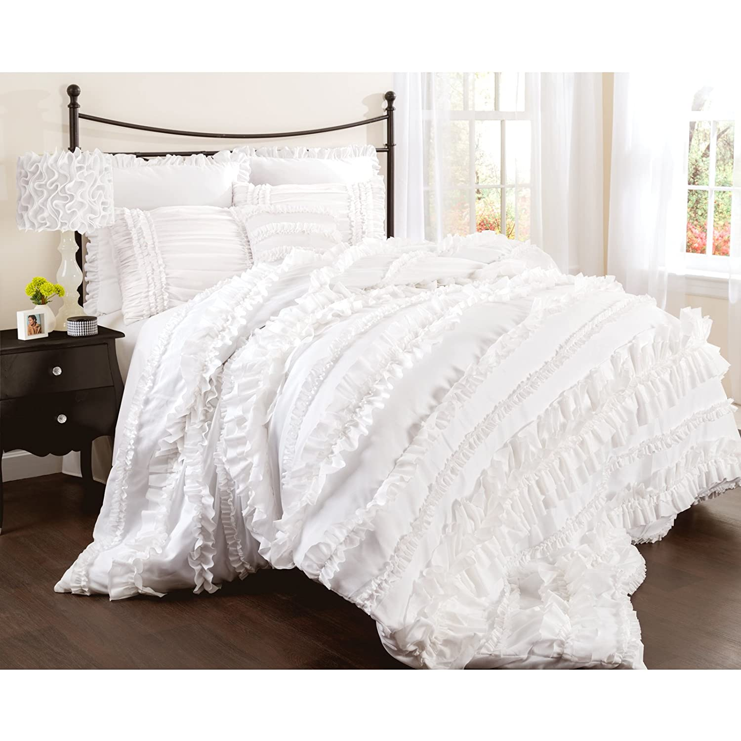 Lovely white bedding sets for White queen bedroom set