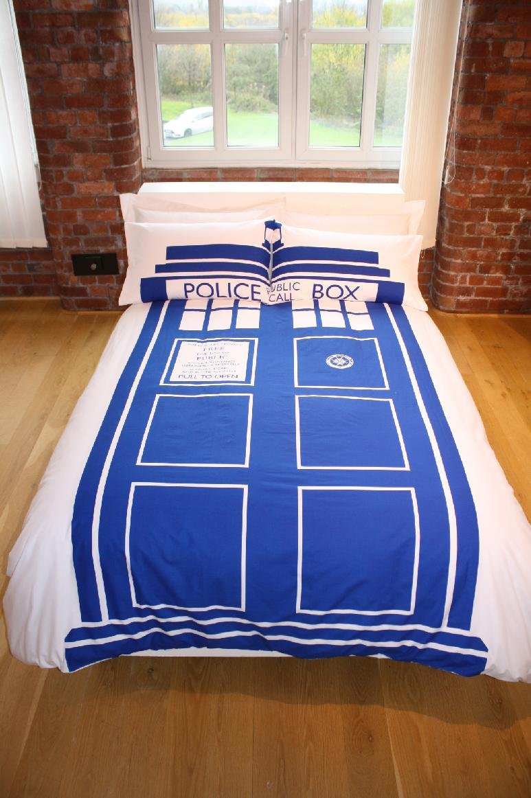 doctor who bedroom ideas and accessories any fan will love. Black Bedroom Furniture Sets. Home Design Ideas