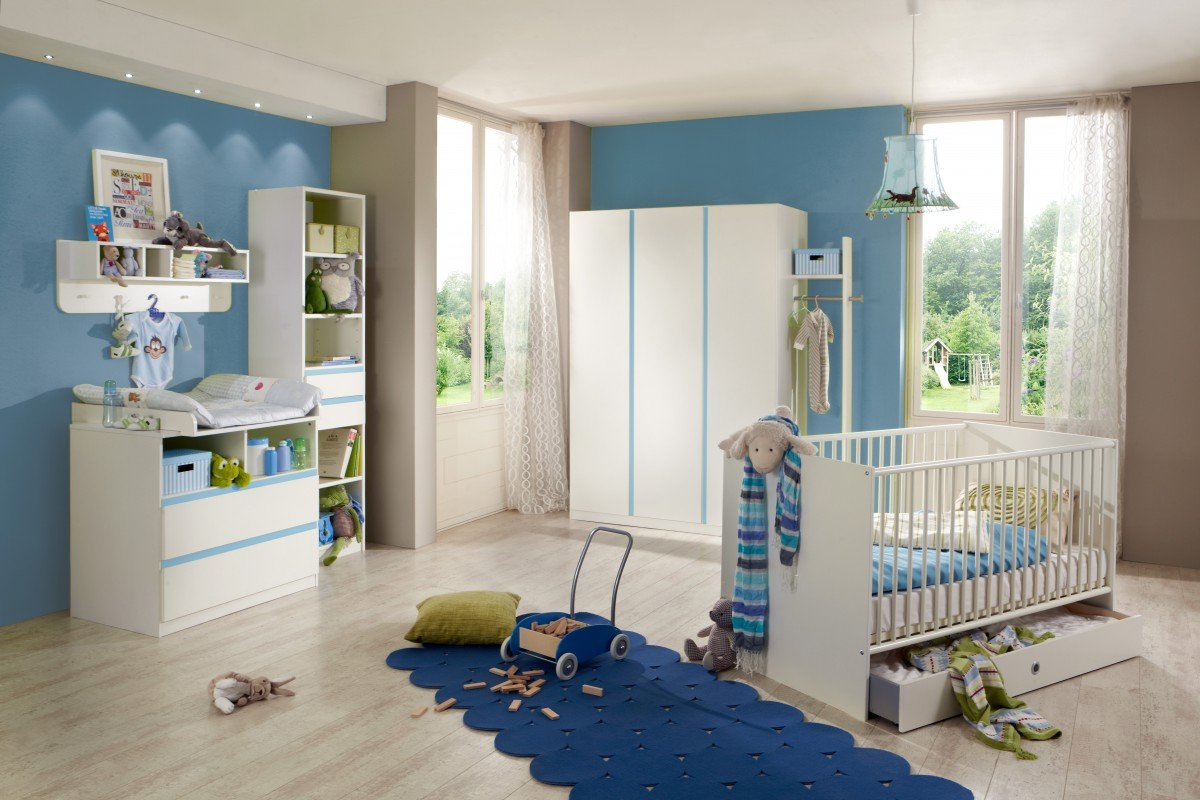 Dreams4Home Babyzimmer Set 'Bobo', Bett,Schrank,Wickelkommode,Regal,Wandboard,Garderobe,Alpinweiß,Absatz in Blau, Modell:mit Bettseiten;Bettkasten:ohne Bettkasten
