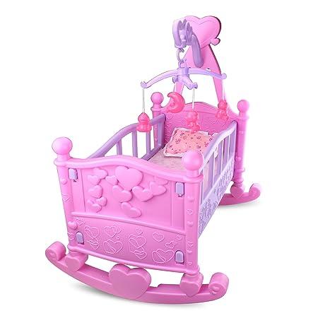 Lit à bascule, de couleurs rose et lilas, avec son mobile pour enfant, une couverture et coussin, un biberon, une tasse à bébé et une tétine. Idéal pour les poupées de 47cm et moins. 5 accessoires.