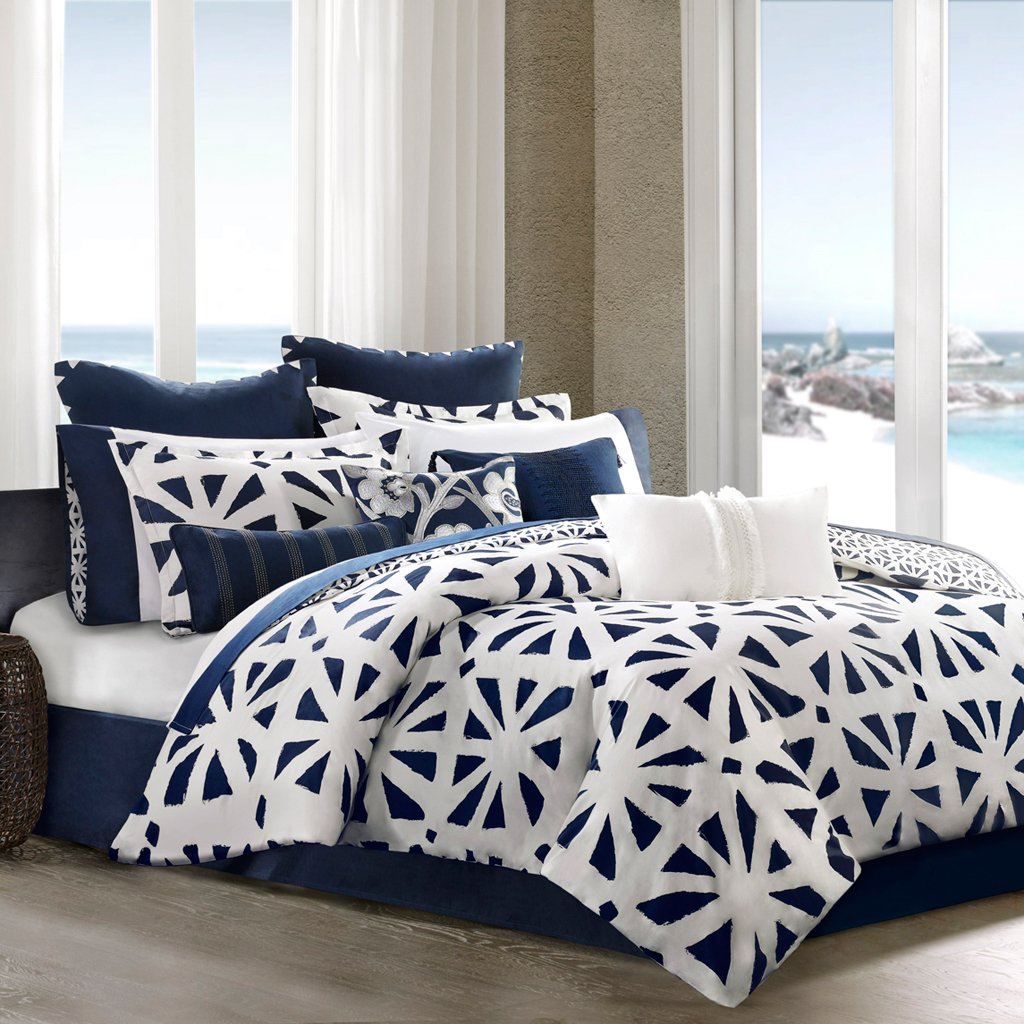 Blue And White Bedding Bedding Decor Ideas