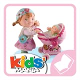 P'tite Fille - Lilou joue à la poupée