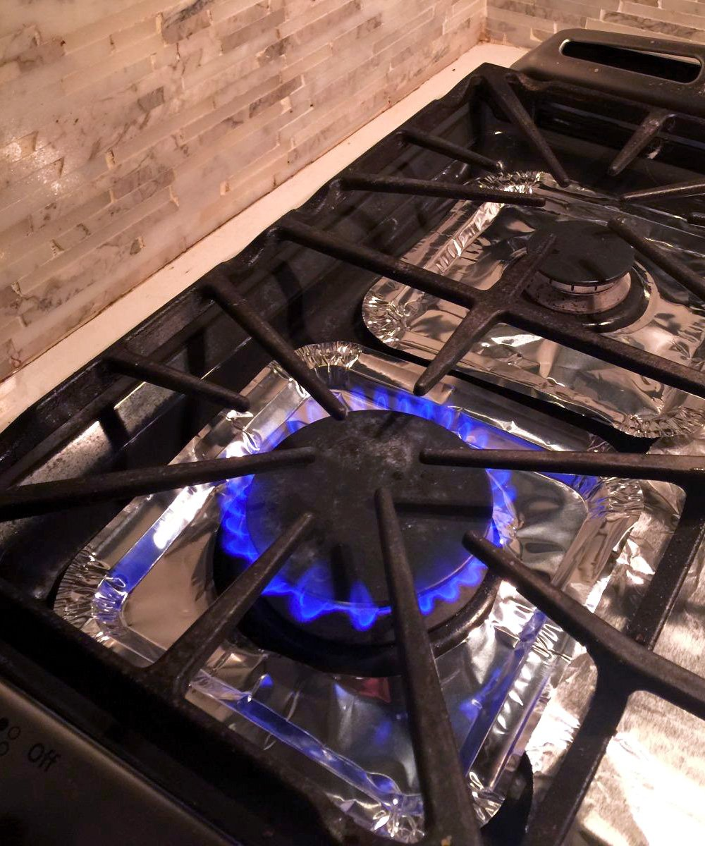 """Aprince Stove Burner Covers, 60 Pieces Aluminum Foil Square Gas Stove Burner Covers, Disposable Thicker Bib Liners Covers for Gas Top, 8.7"""" x 8.7"""""""