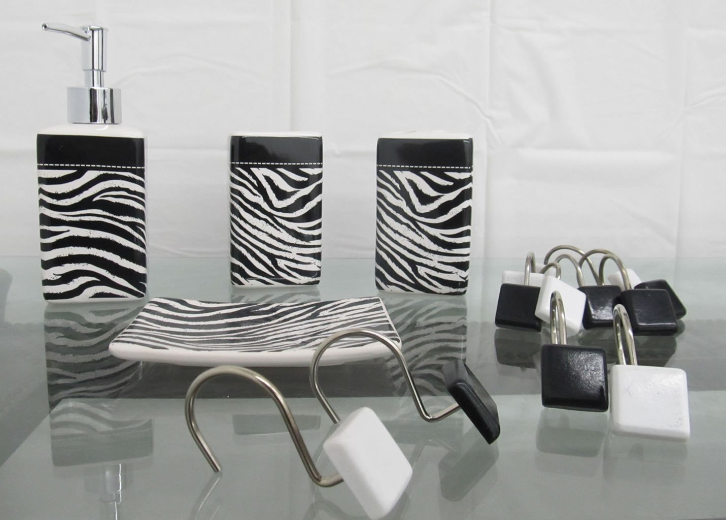 Zebra bathroom sets shower accessories zebra for Zebra bathroom accessories
