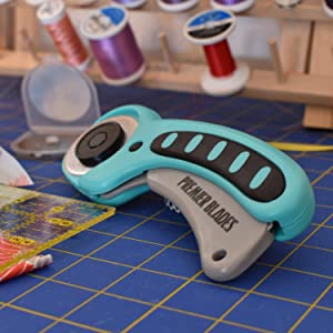 Premier Blades 45mm Rotary Cutter Tool (5 Extra Blades Included) Ergonomic Soft Handle Stainless Steel Blades- Perfect for Quilting & Cutting Fabric, Paper, Leather, and More! (Color: Teal, Tamaño: 45mm)