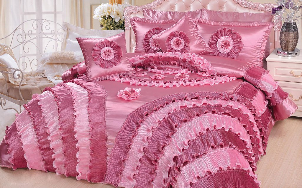 Rose, Coral , Magenta and Pink Bedroom Decorating Ideas, Seekyt