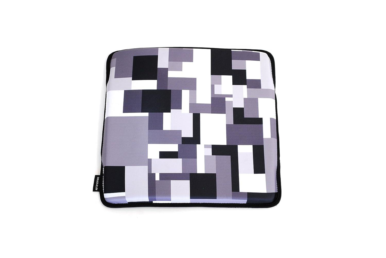 Couch-it geometric Sitzkissen zum mitnehmen aus Neopren von xxd Design kaufen