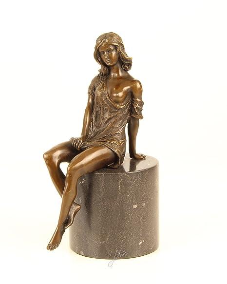 Scultura in bronzo figura quasi Donnina nude