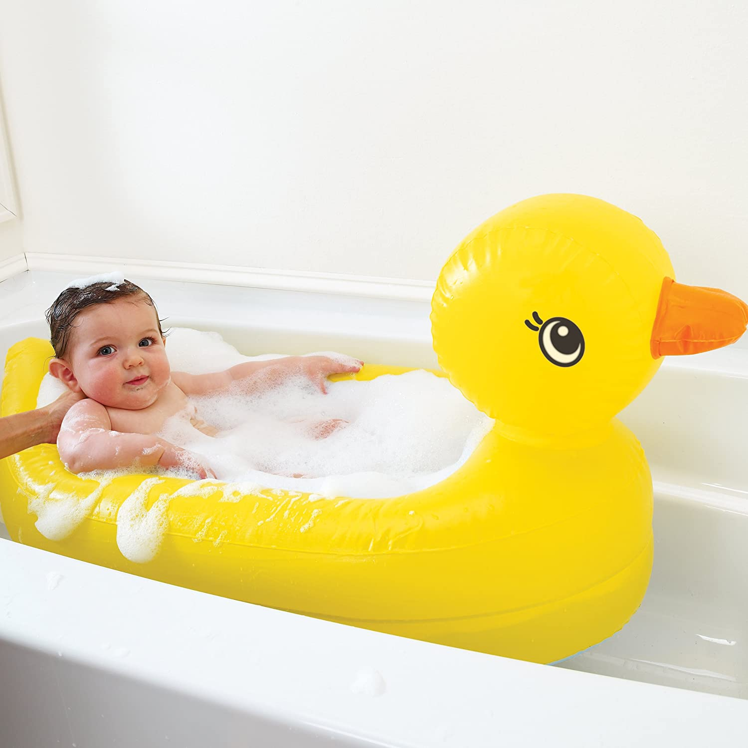 Bathing Your Baby While Traveling - it\'s BABY time!