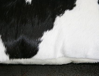 coussin rectangle en peau peau de vache noire blanche blanche double face 40 x 60 cm. Black Bedroom Furniture Sets. Home Design Ideas