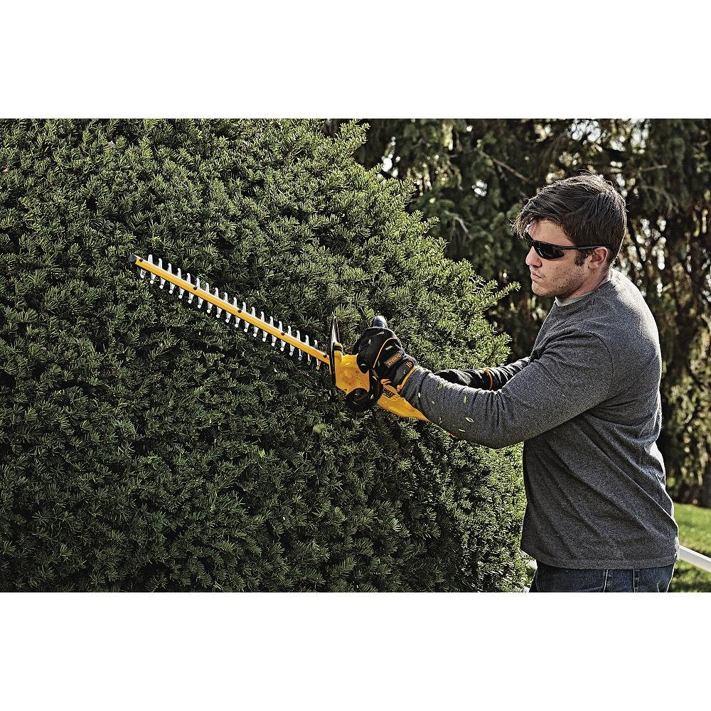 DEWALT DCHT820P1 20 V Max Hedge Trimmer with 5AH Pack