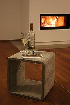 Beton Cube: Couchtisch / Beistelltisch / Nachtkästchen von DEVIGA