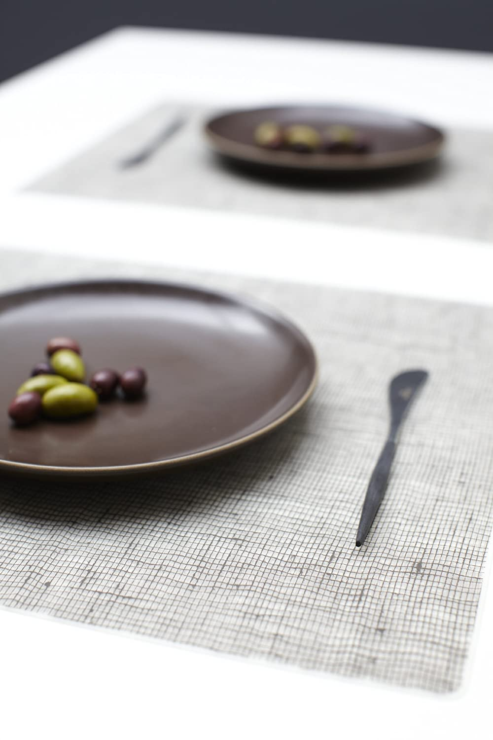 moderntwist silicone placemat linen chocolate  new free  - the moderntwist silicone placemat is intended to enhance the beauty of thedining table while providing subtle visual interest that doesn't interferewith
