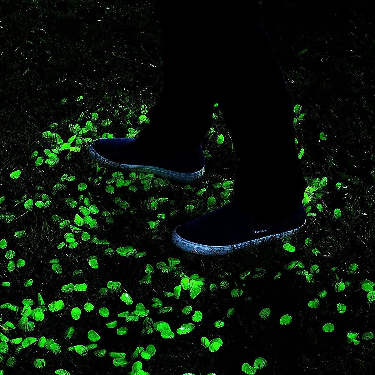 ONSON 200pcs Glow in the Dark Garden Pebbles,Glow Stones Rocks for Walkways Outdoor Decor Aquarium Fish Tank Garden Decorative Stones for Path Lawn Yard Walkway -Green