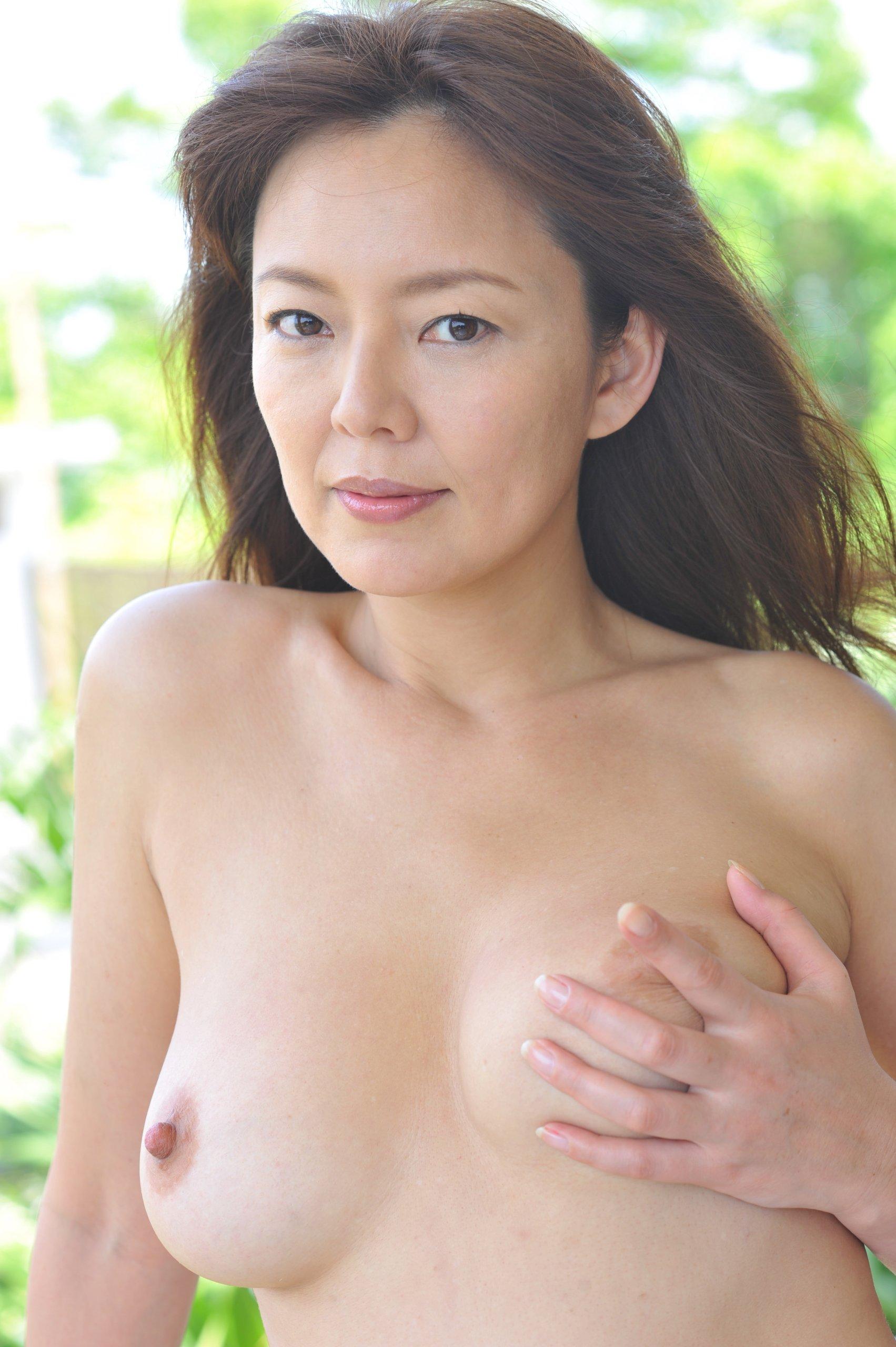 Nude singapore lesbian