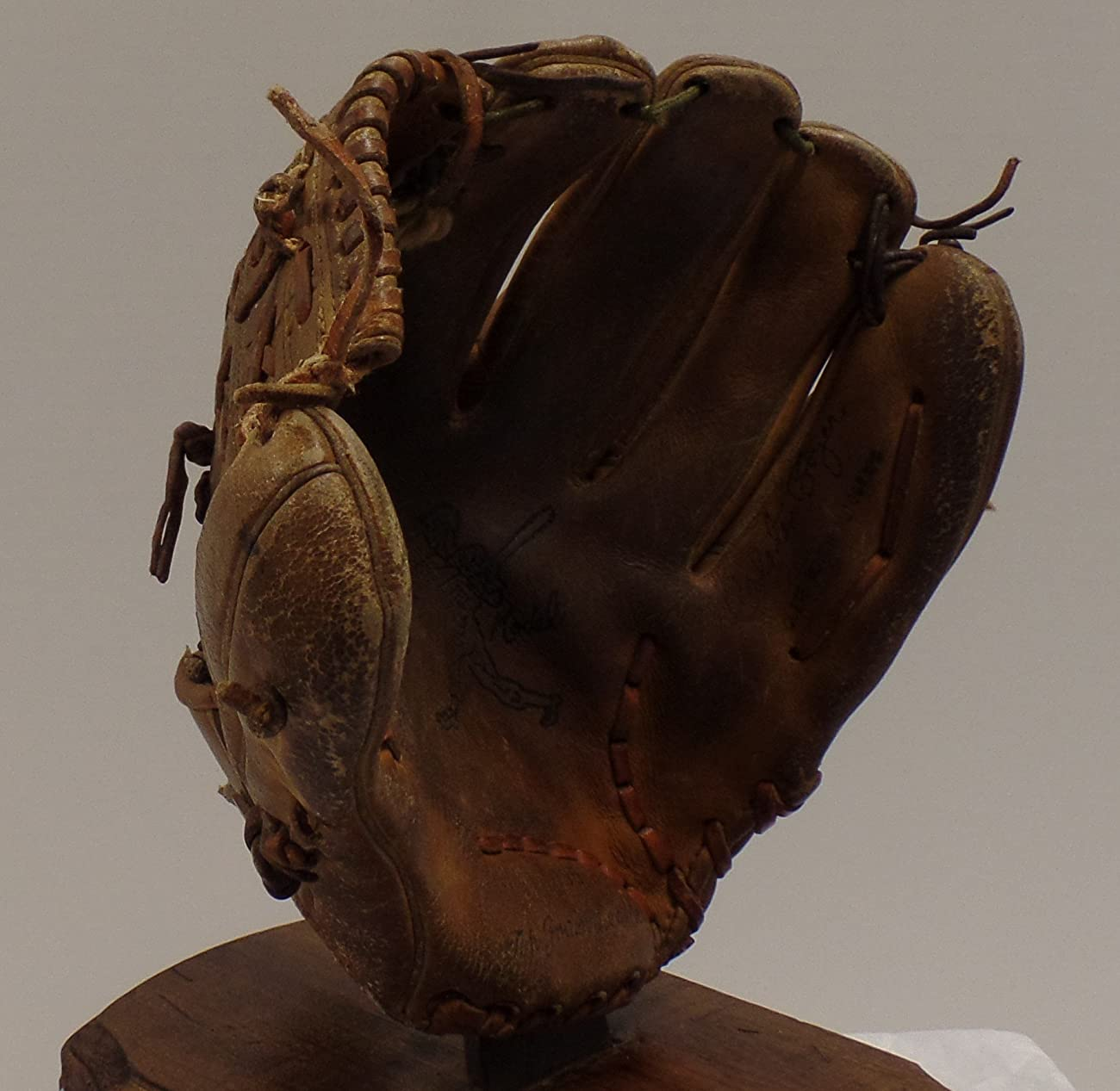 Vintage Clete Boyer Autograph Model 1035 Baseball Glove - Great for Mancave or Baseball Themed Decor (Free Shipping) 1