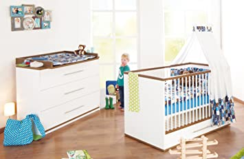 Pinolino Sparset Tuula breit, 2-teilig, Kinderbett (140 x 70 cm) und breite Wickelkommode mit Wickelaufsatz, weiß/Nussbaum mit Echtholzstruktur (Art.-Nr. 09 00 12 B)