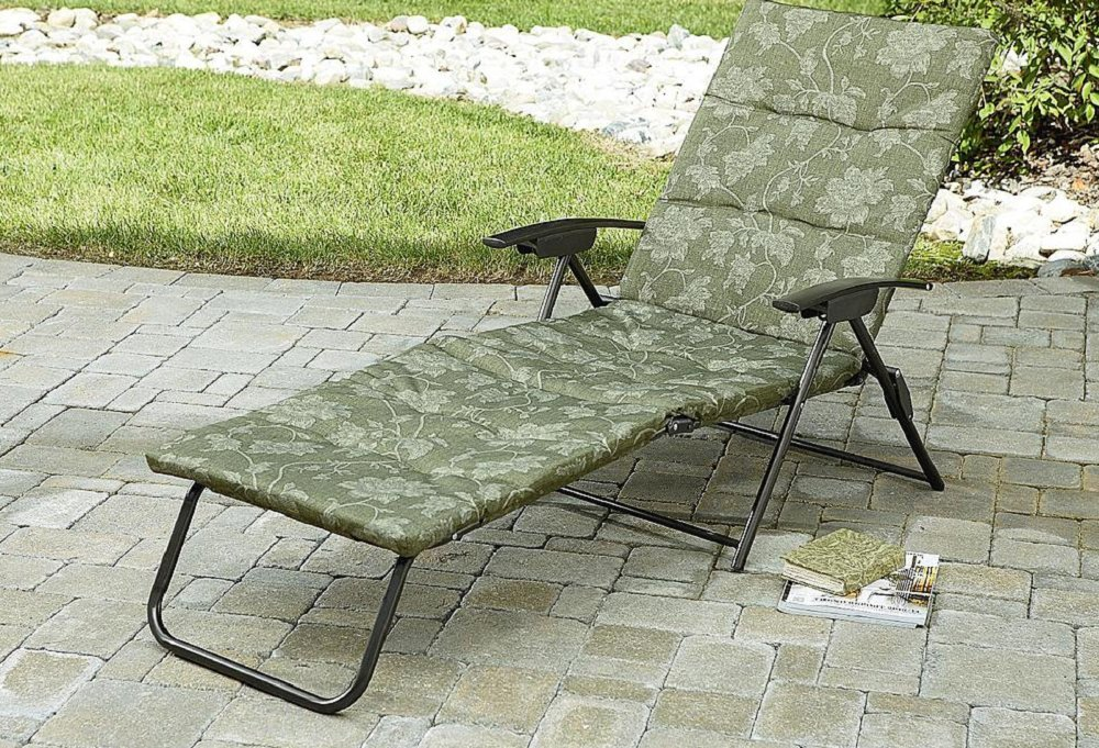 The Folding chaise lounger Padded Sling Chair is a comfortable place to relax in the sun. The outdoor lounge portable garden chair Padded Sling Chaise lounger has all-weather padded sling for loungevity and folds to take up less room when not in use. Just add your favorite drink and relax in style in your sun chaise lounge.