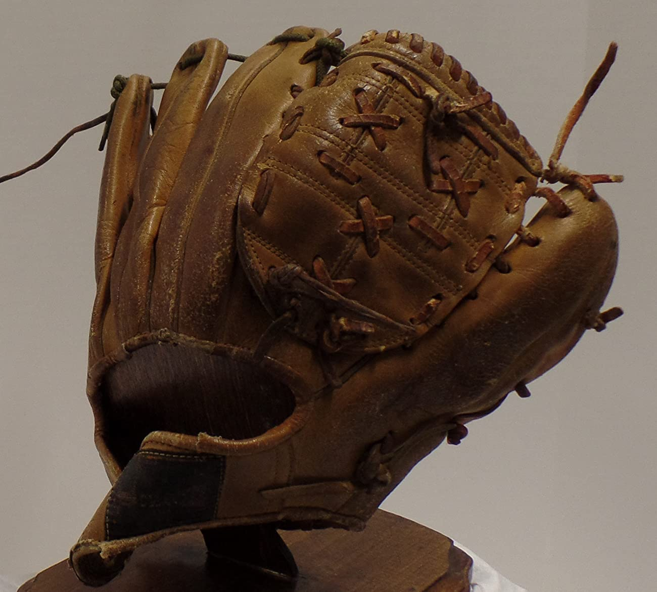 Vintage Clete Boyer Autograph Model 1035 Baseball Glove - Great for Mancave or Baseball Themed Decor (Free Shipping) 3