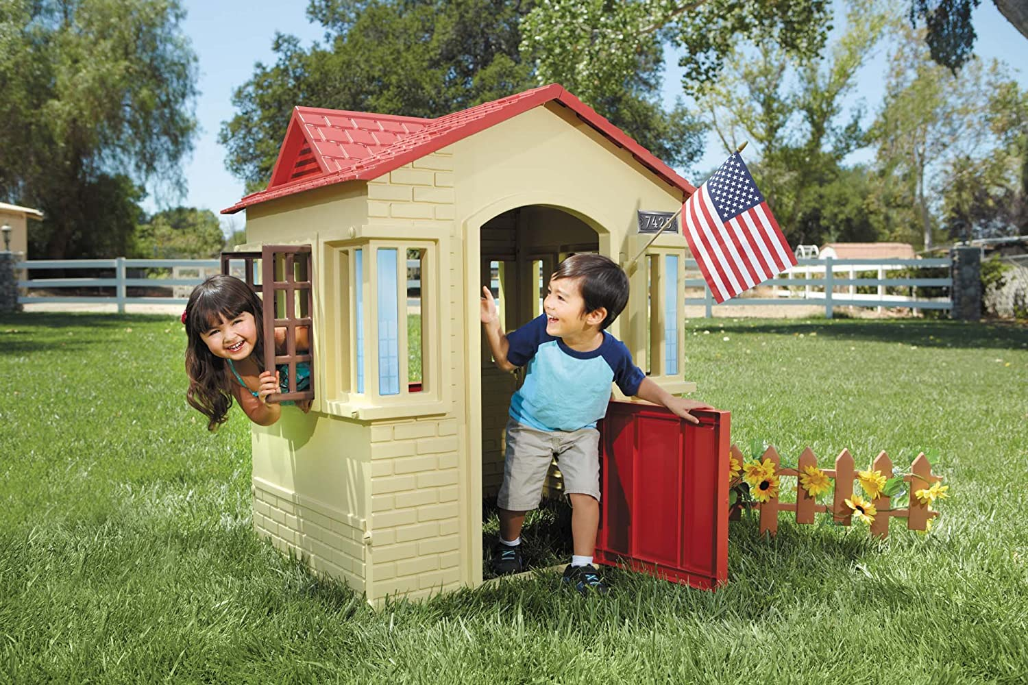 new little tikes cape cottage tan outdoor children 39 s playhouse backyard toddler ebay. Black Bedroom Furniture Sets. Home Design Ideas